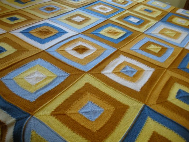Knit square motif blanket using sport weight yarn